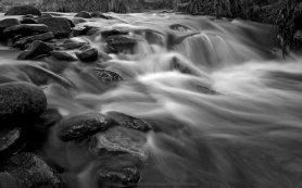 rocky-stream-background
