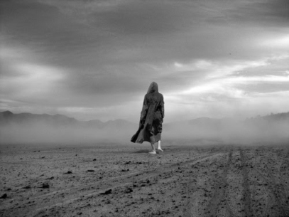 woman-alone-in-the-desert1